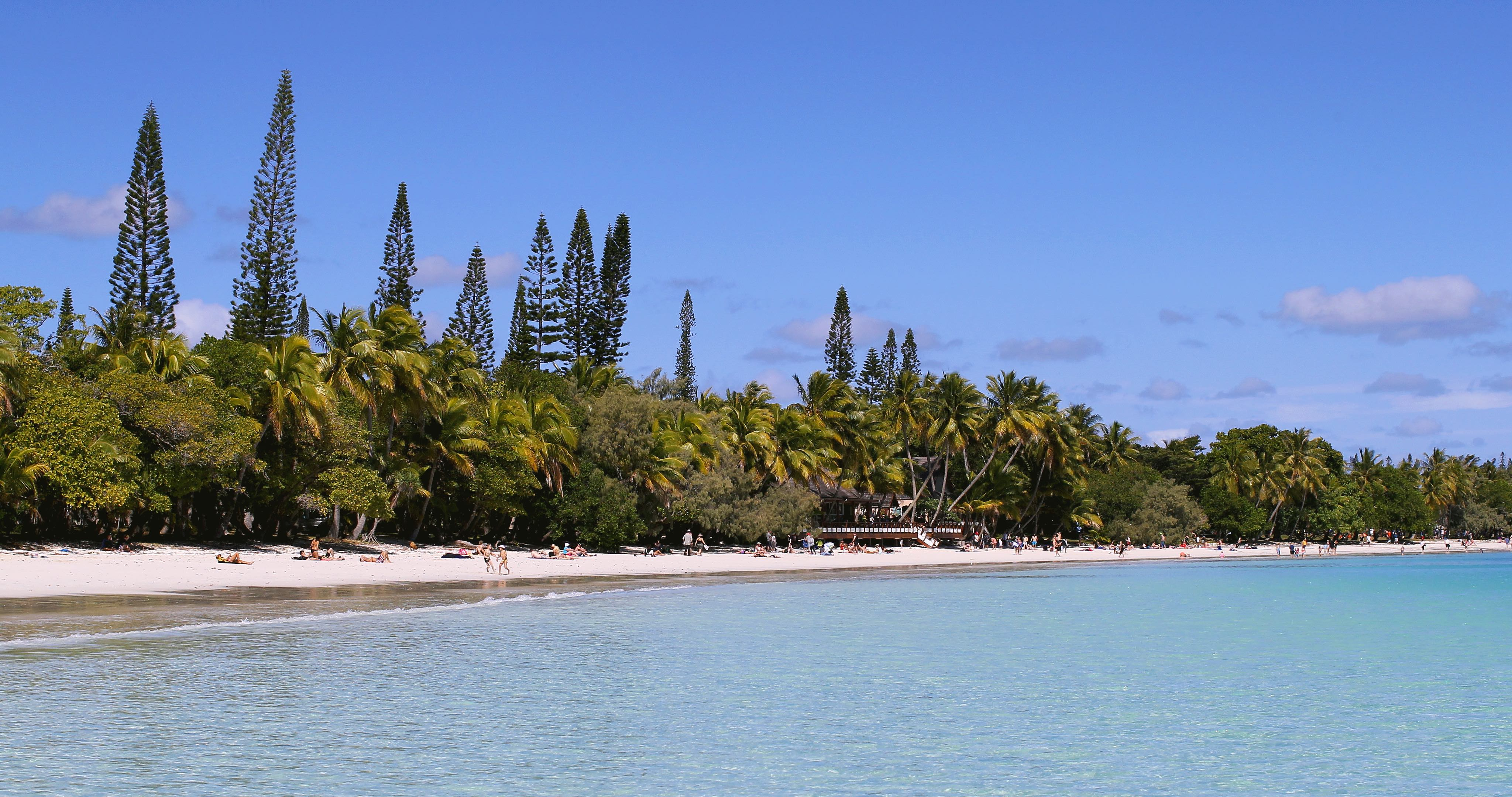 kuto-beach-isle-of-pines-new-caledonia-travelling-with-kids-3