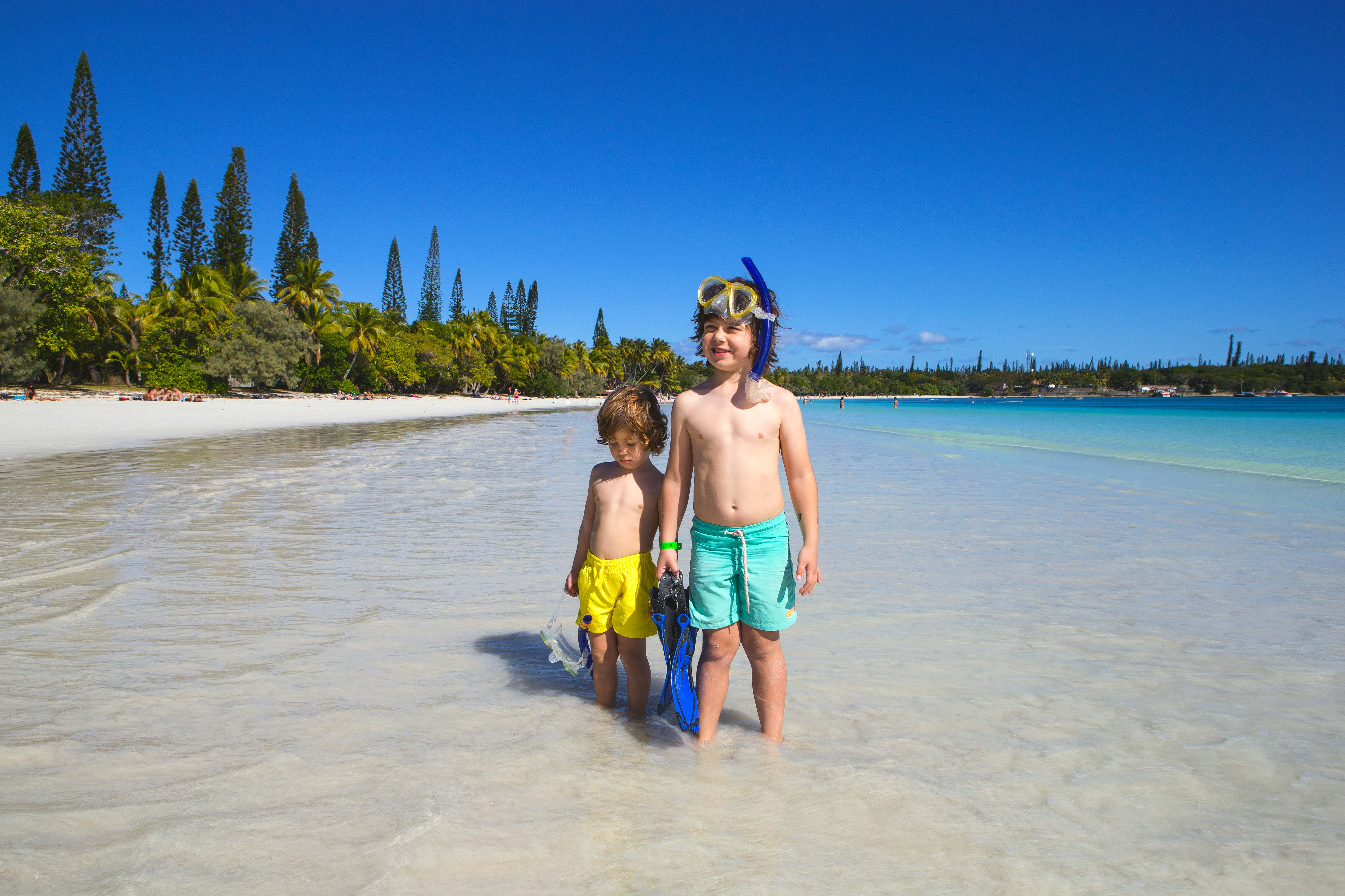 kuto-beach-isle-of-pines-new-caledonia-travelling-with-kids-4