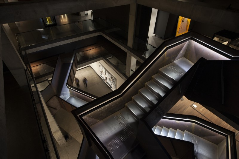 corten-stairwell-and-surrounding-gallery_14695596270_o[1]